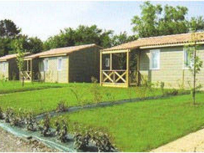 LOCATION DE CHALETS - CAMPING LE HOUSSAY