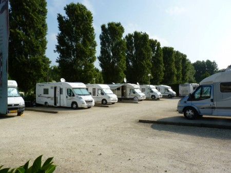 AIRE POUR CAMPING CAR