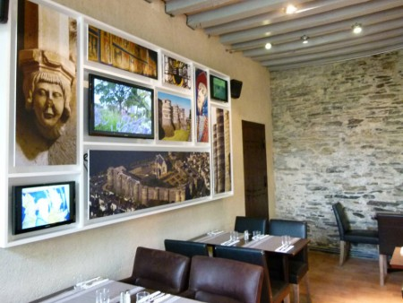 MONUMENT CAFE  CHATEAU D'ANGERS